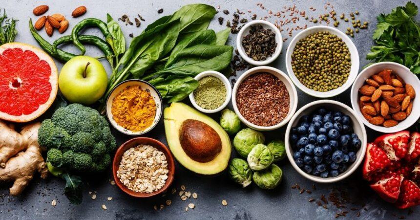 Descubra quais os alimentos que podem ajudar no Olho Seco