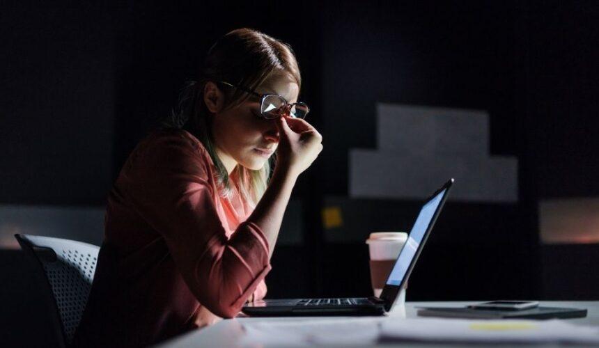 Dicas de como aliviar fadiga ocular e olhos secos ao usar o computador